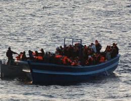 """Kwoty migracyjne UE? Andrzej Grzyb o pomocy migrantom na antenie radiowej """"Jedynki"""""""