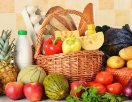 Mleko i owoce w szkole: posłowie za uczeniem dzieci zdrowych nawyków żywieniowych