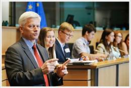 Zgłoś się na staż w Parlamencie Europejskim